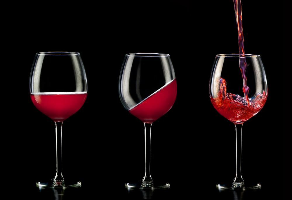 Wijn-scheef-recht-en-ingeschonken-FTW